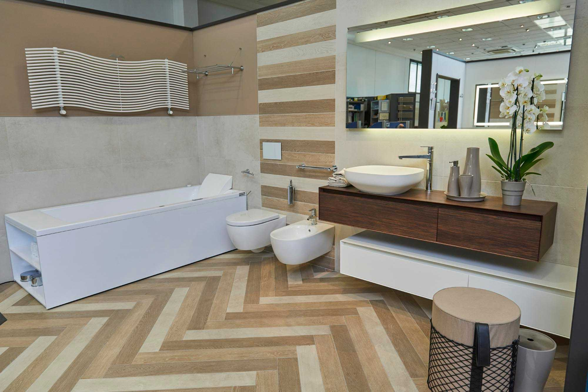 Showroom SVAI_Casaleone_arredobagno moderno bianco e legno