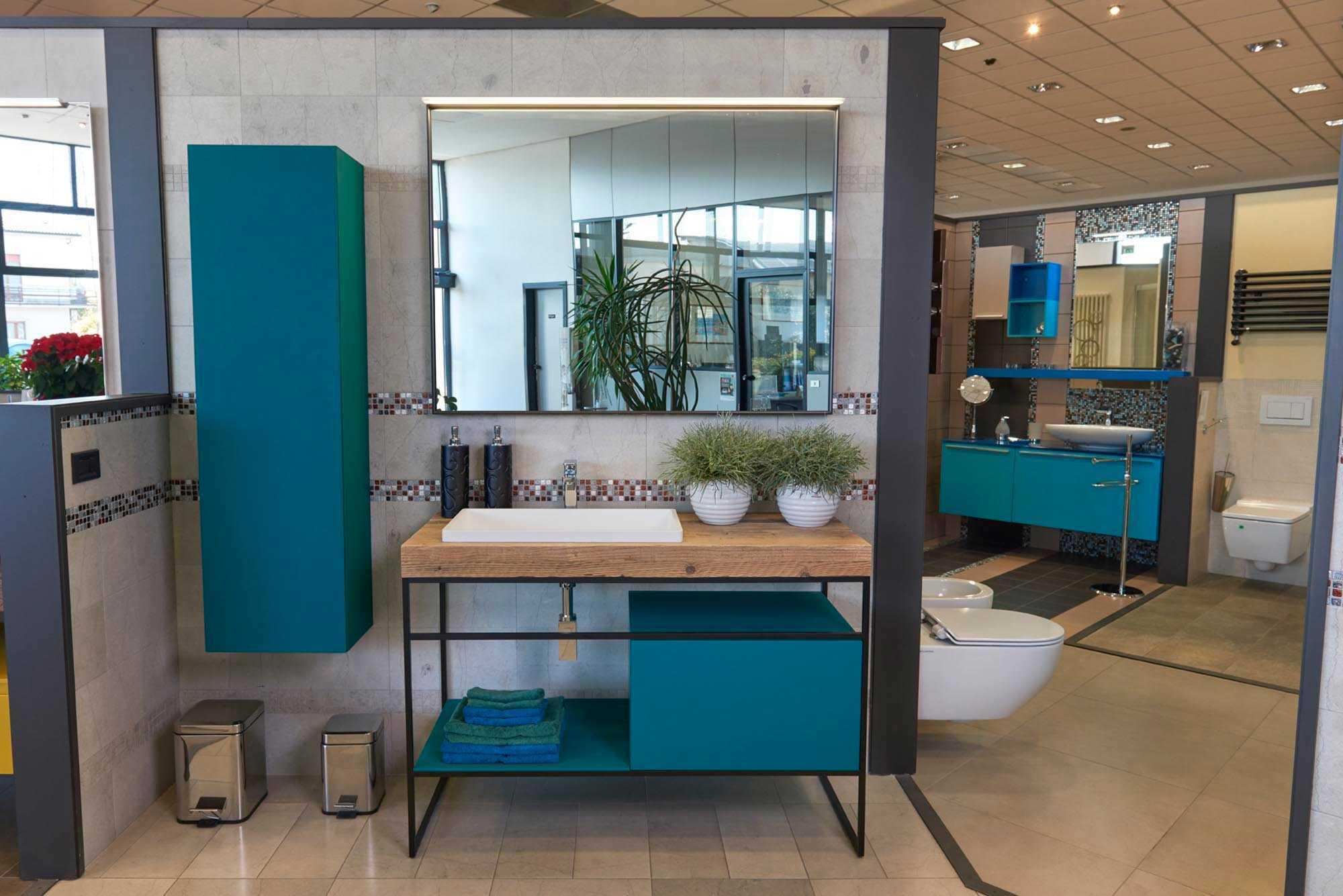 Showroom SVAI_Casaleone_arredobagno moderno blu