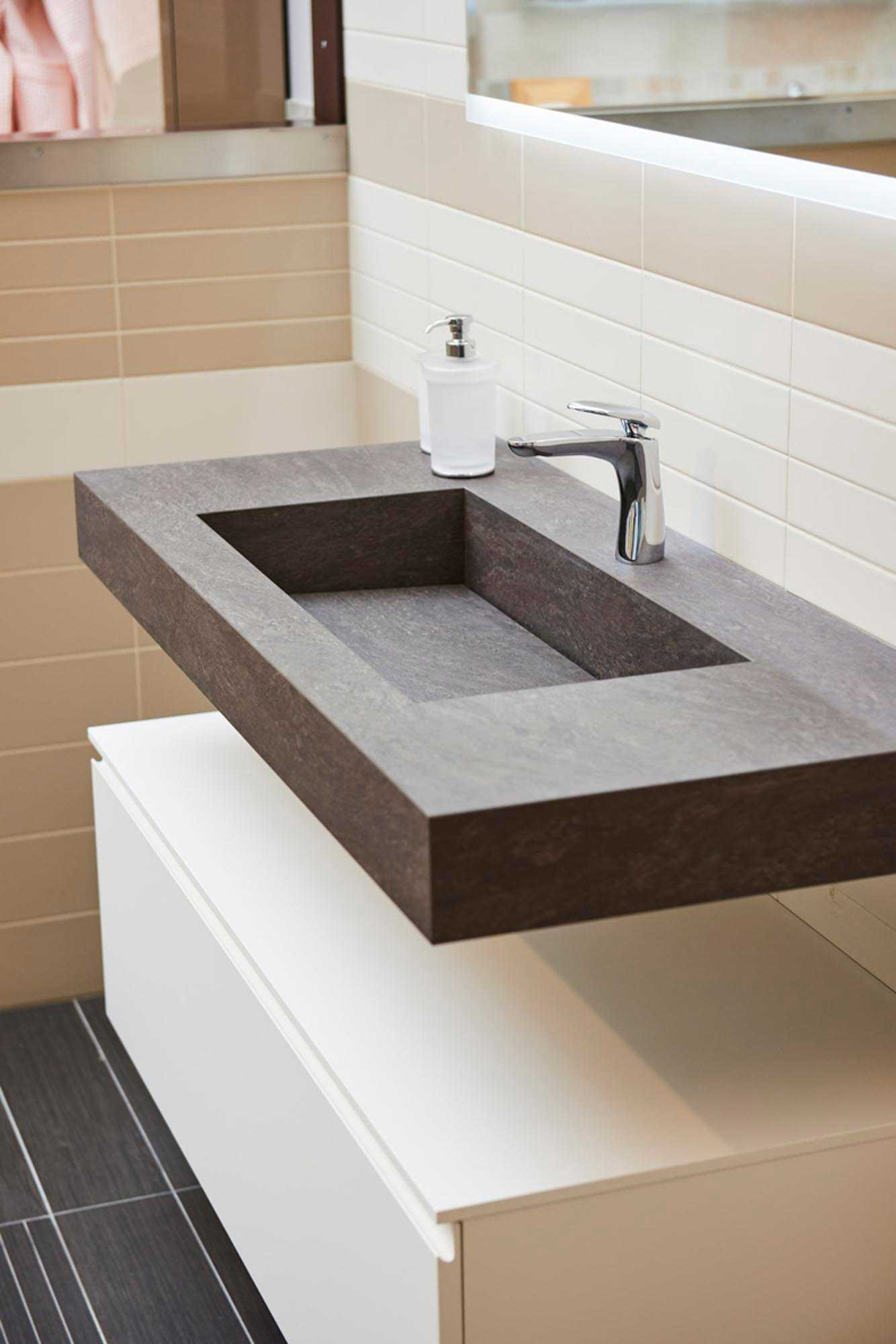 Showroom SVAI_Colognola_arredobagno moderno lavabo incassato