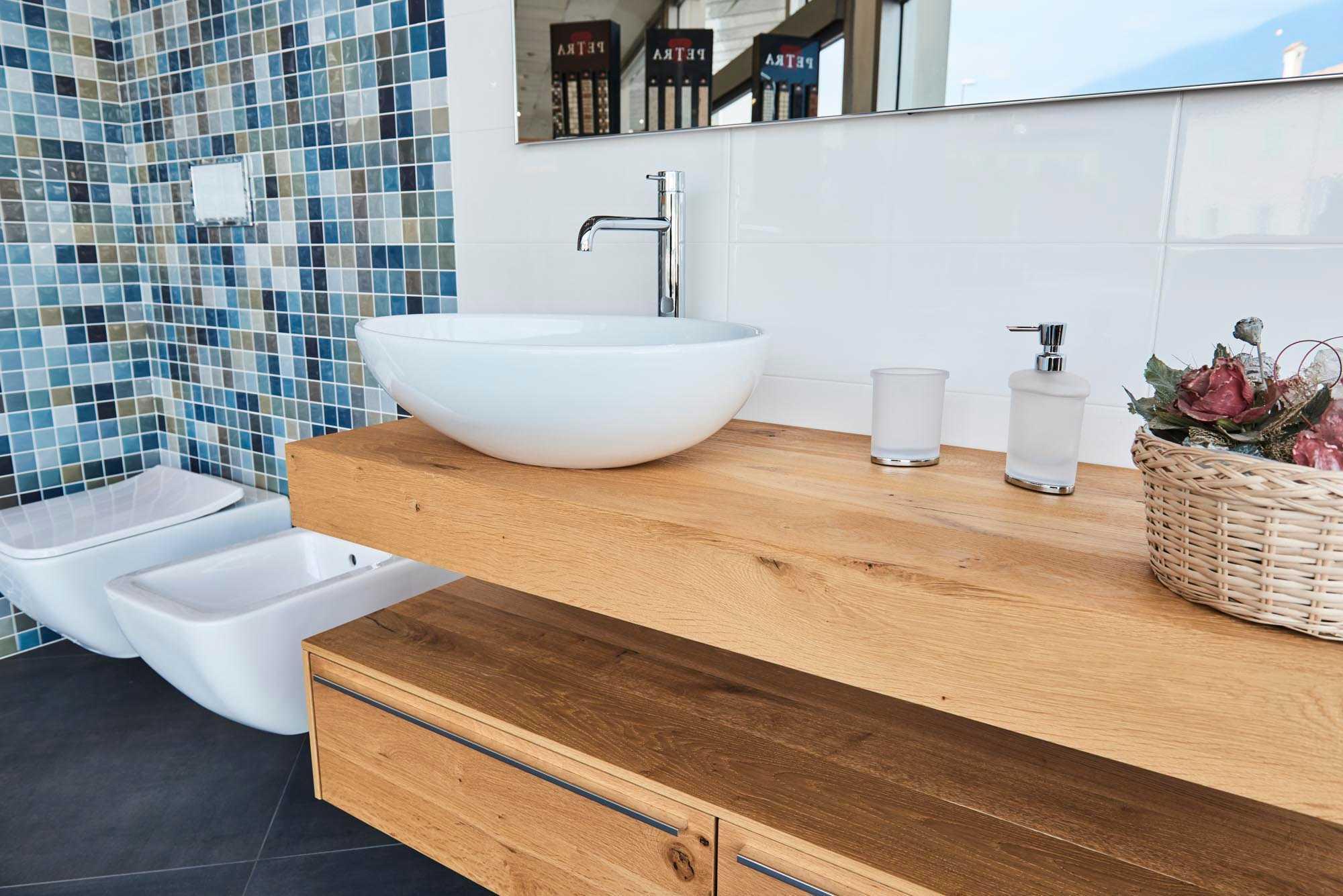 Showroom SVAI_Corrubbio_arredobagno moderno legno