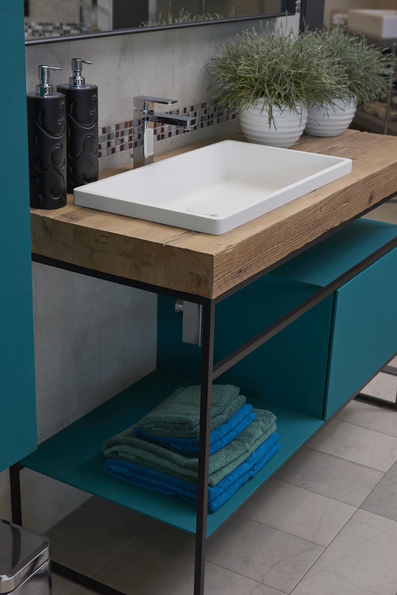 Showroom SVAI_Tassullo_arredobagno moderno blu
