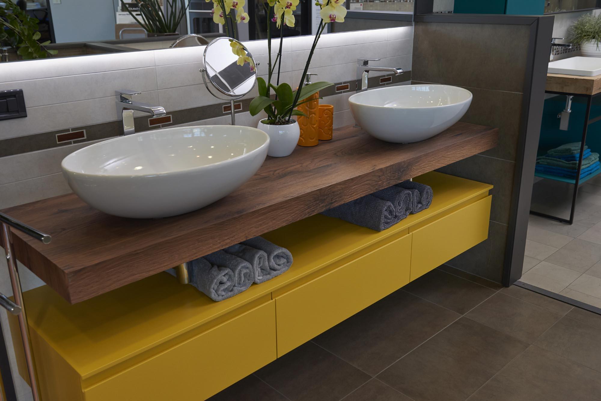 Showroom SVAI_Tassullo_arredobagno moderno giallo
