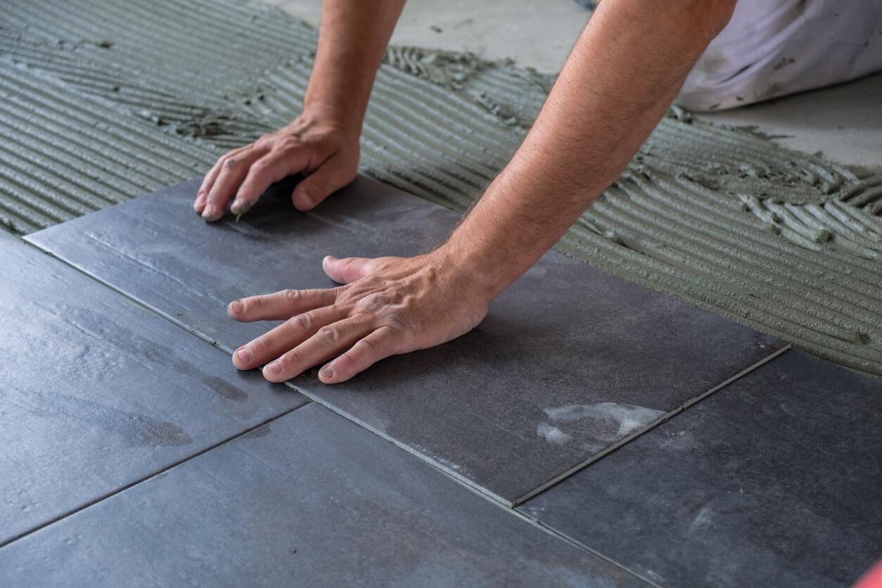 pavimenti e rivestimenti SVAI_gres scuro installazione