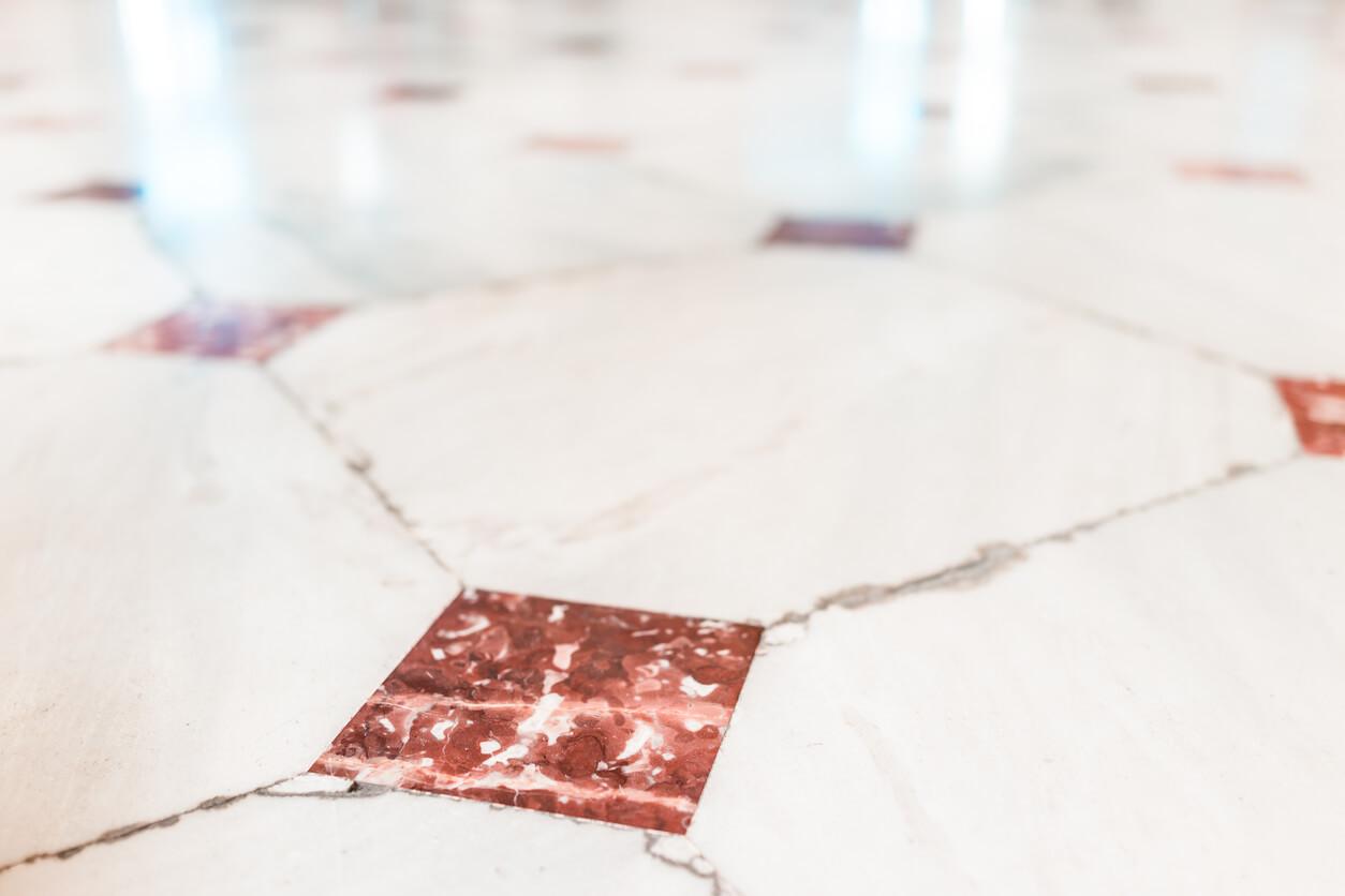pavimenti e rivestimenti SVAI_marmo chiaro motivi
