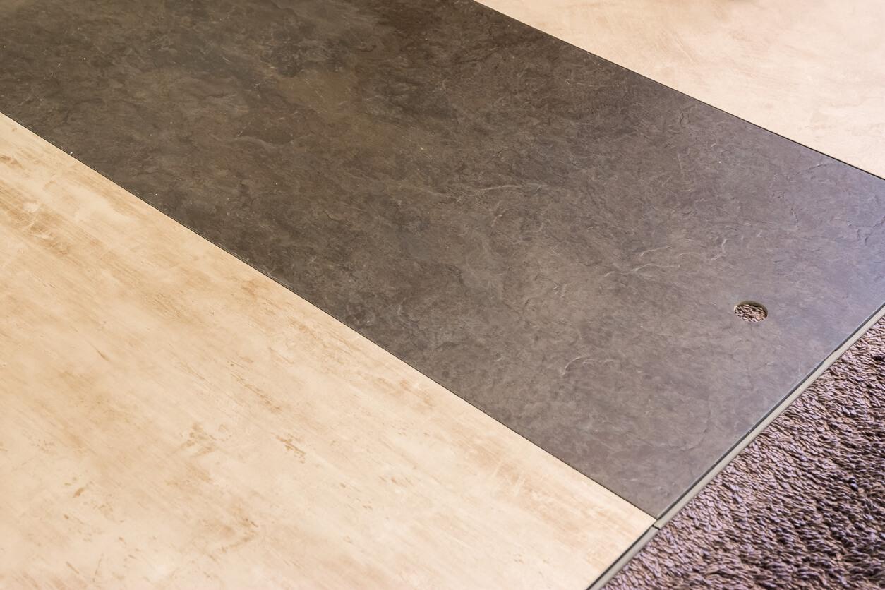pavimenti e rivestimenti SVAI_pvc piastrelle chiaro scuro