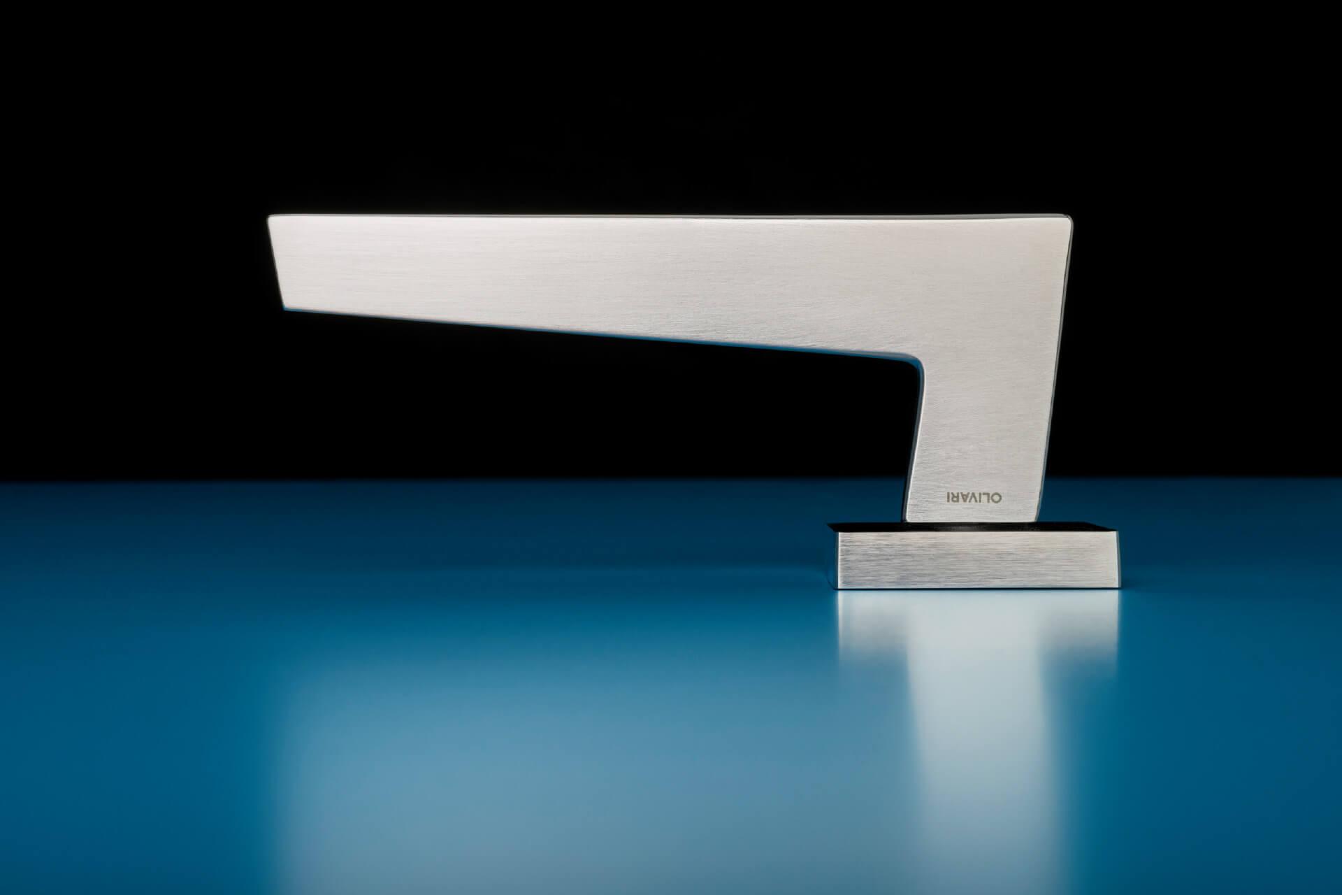 SVAI_maniglia moderna design acciaio fora geometrica