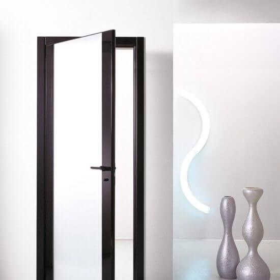 SVAI_porta interna battente nera vetro satinato