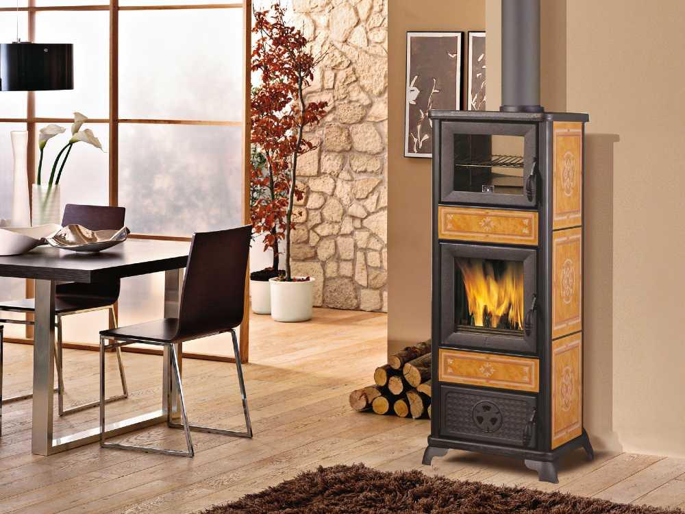 SVAI_stufa a legna classica con forno_beige cuoio