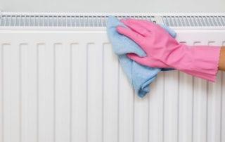 pulire termosifone con una pezza