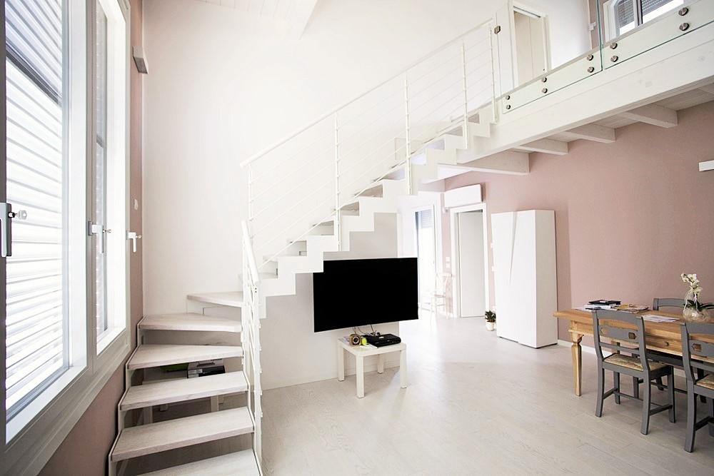 Popolare Scala interna in legno, vetro o ferro? Ecco come scegliere | SVAI FW26